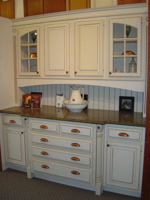 Showroom displays - Traditional - Kitchen Cabinetry ...