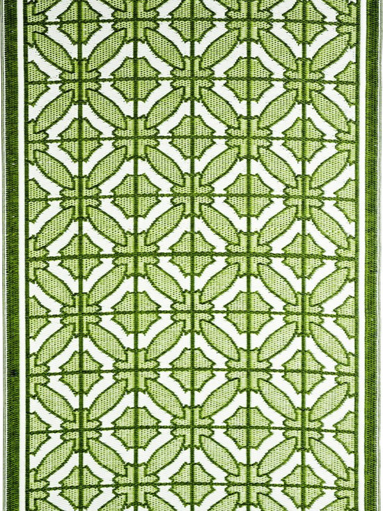 b.b.begonia - Area Rug/ Patio mat-6' x 9'-Bali-Reversible, Green and White for Outdoor Use - The Green and White geometric patterns gives a feeling of mosaic tiles laid out in a King's palace. This reversible mat is a great solution for the sunroom, for the patio, for the deck, by the pool or in the yard.