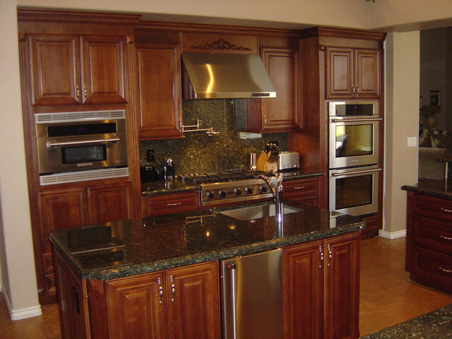 Edmonton kitchen cabinets home design traditional for Kitchen cabinets edmonton