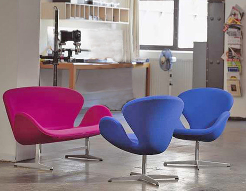 Arne Jacobsen Swan Sofa  love seats