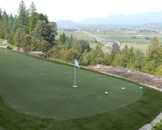 Bridal Falls Golf and residential putting green -