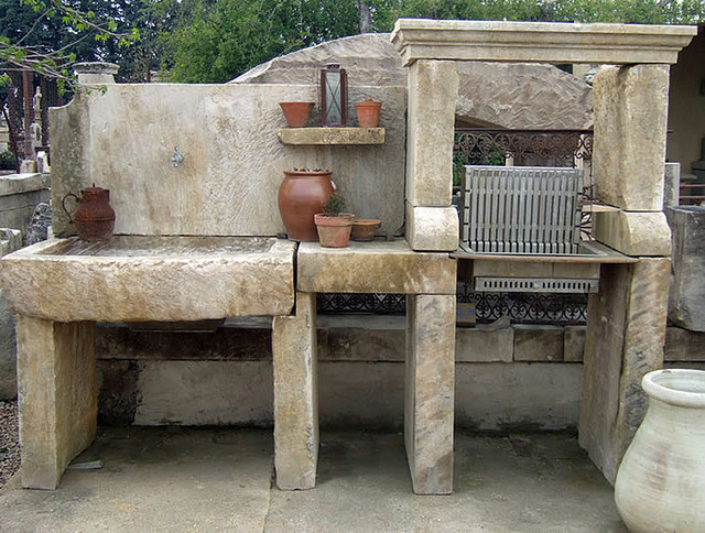 Grills Bbq Amp Stone Pizza Ovens Out Of Antique Limestone