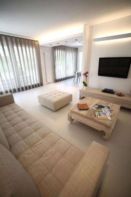 Roberto contemporary-family-room