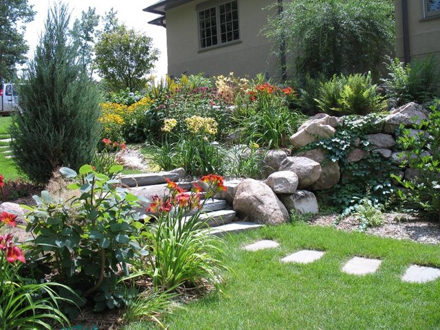 Side Yard Access Traditional Landscape Minneapolis