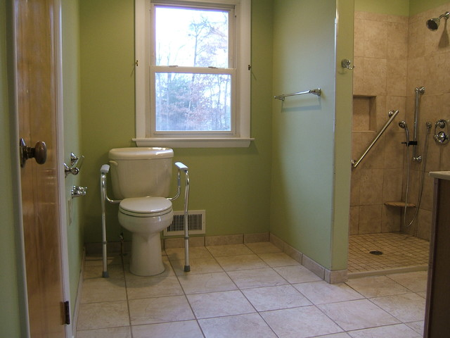 Handicap accessible bathroom waldorf for Pictures of handicap bathrooms