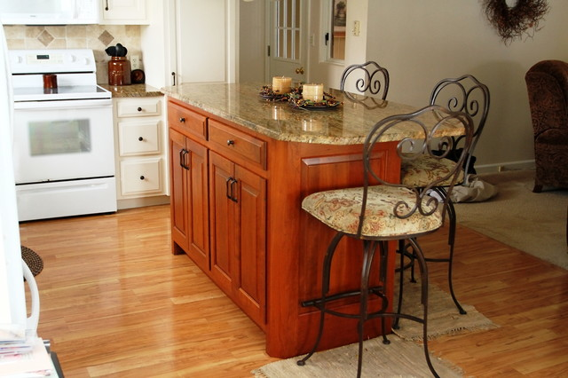Custom kitchen islands kitchen islands and kitchen carts for Custom kitchen islands