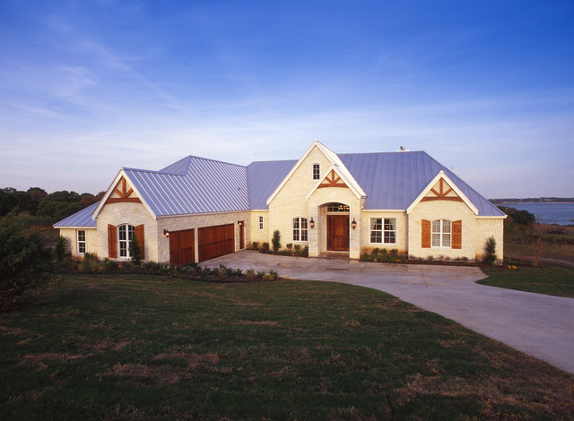 Design Tech Homes - Traditional - austin - by Illoh