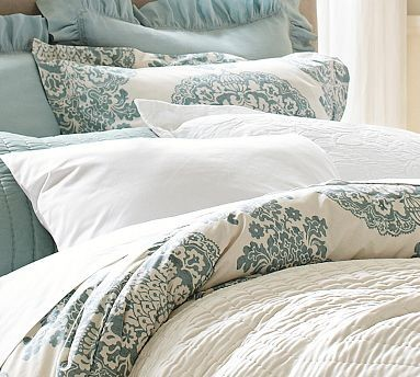 Lucianna Medallion Duvet Cover, Twin, Blue traditional-duvet-covers-and-duvet-sets