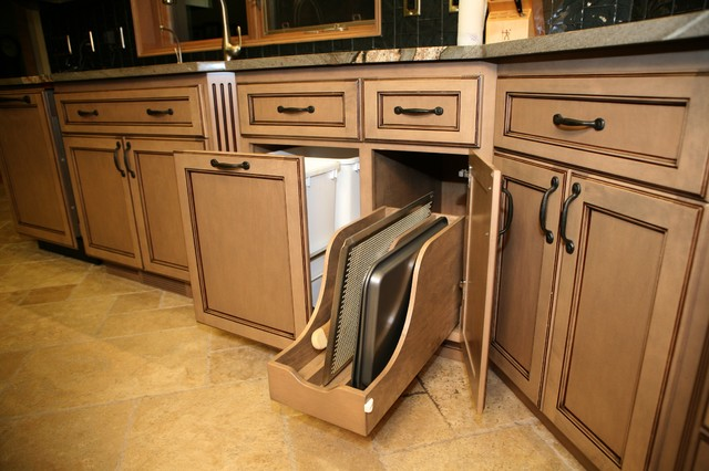 Kichen - Traditional - seattle - by WESTERN CABINETS