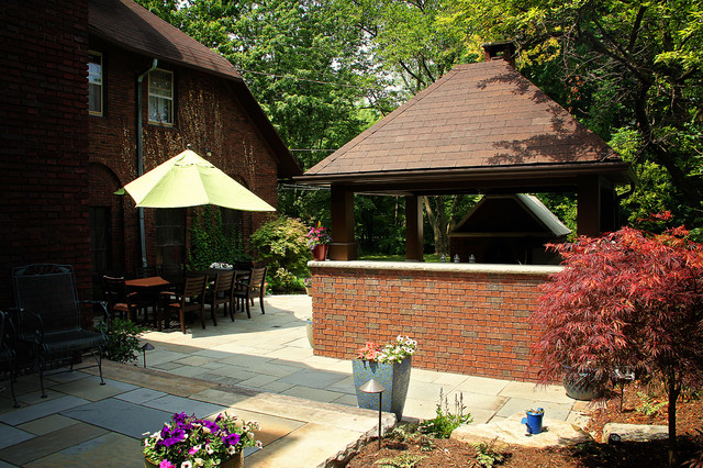 Cleveland Heights Pizza Wars traditional-patio
