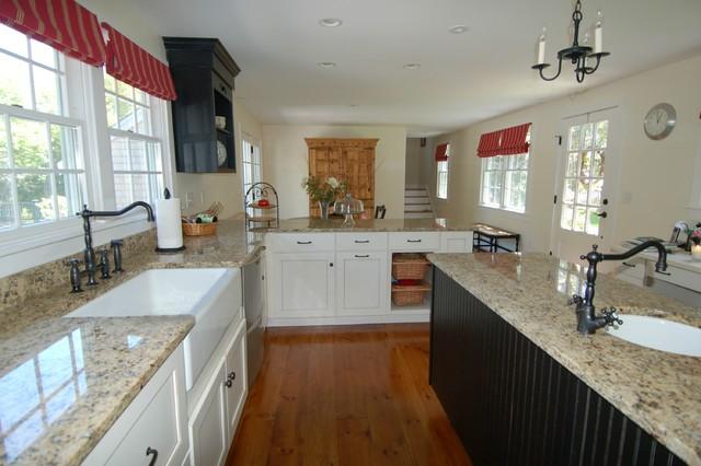 Rambling Cape 1 traditional-kitchen