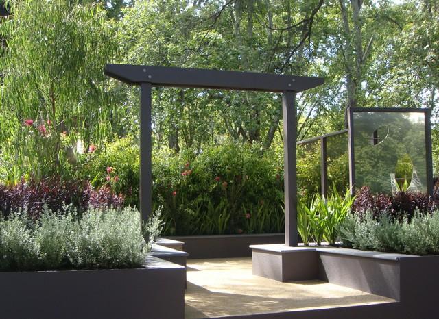 Show garden featuring australian native plants modern for Design landscapes australia
