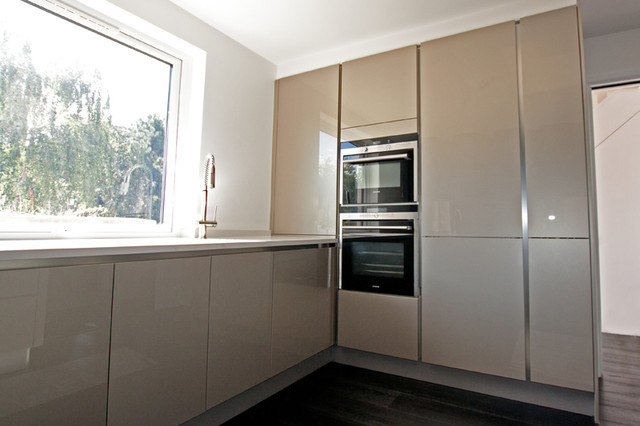 Handleless kitchen tall units modern kitchen other for White gloss tall kitchen units