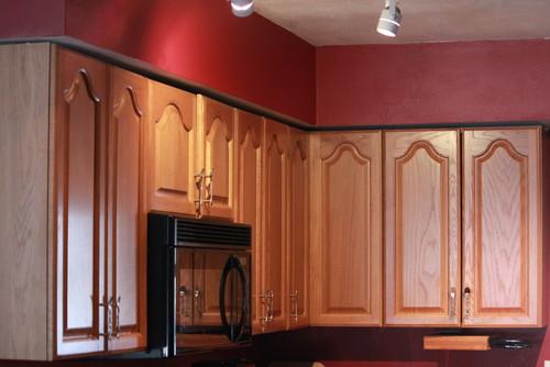Kitchen cabinet - soffit gap