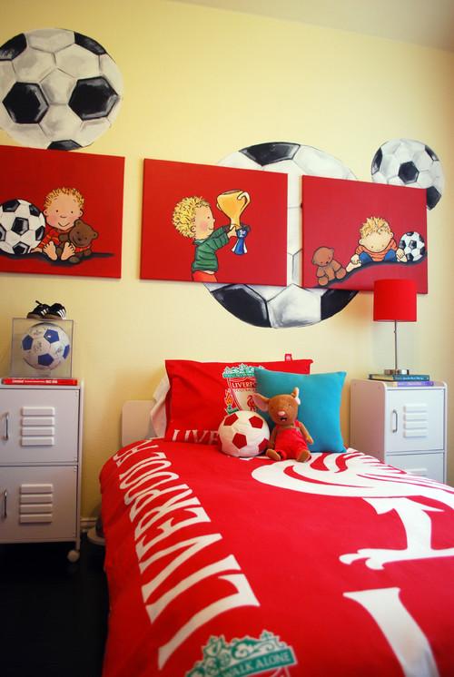 яркие цвета для интерьера комнаты мальчика красный желтый цвета футбол