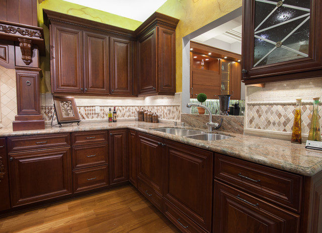 Showroom 2013 - Traditional - Kitchen Cabinetry - los ...