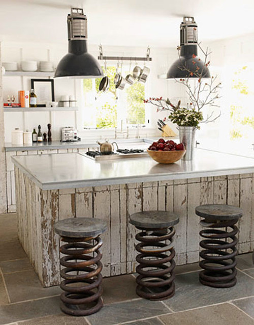 WHY GROUPING THINGS IN ODD NUMBERS WORKS SO WELL IN HOME DESIGN - eclectic