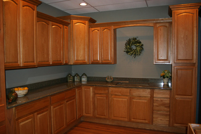 houzz oak kitchen cabinets legacy oak kitchen cabinets home design traditional 16637