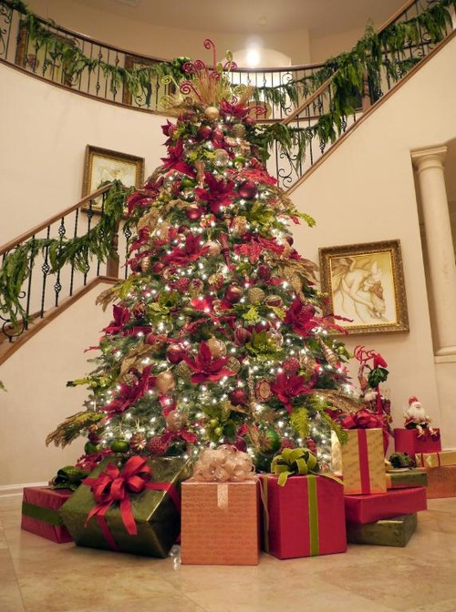 Balsam Hill's Balsam Fir Christmas tree from its Vermont Signature Collection