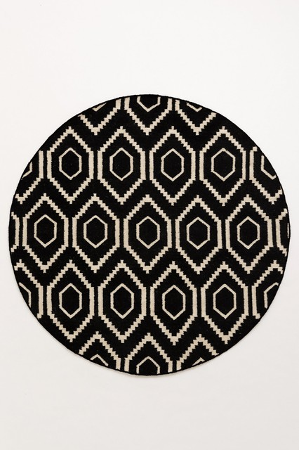 Round Black And White Rug